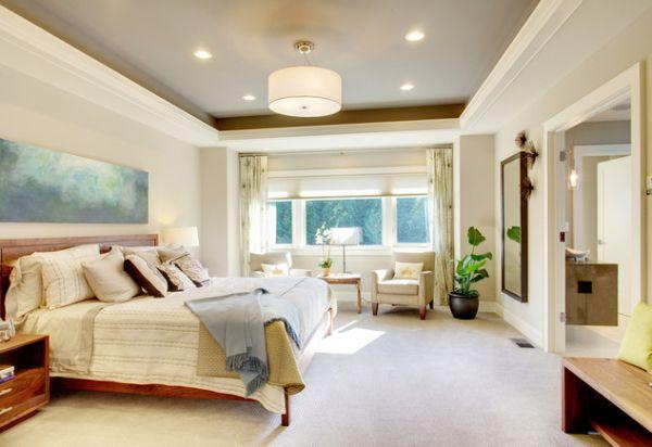 Интерьер просторной светлой спальни