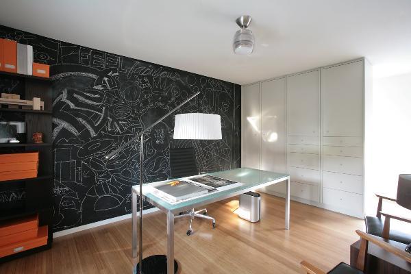 Pintemos las paredes de nuestra casa: un tablero de tiza expresará nuestros pensamientos y sentimientos.
