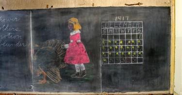 Классные доски прошлого века, найденные в школе Эмерсон в Оклахома-Сити
