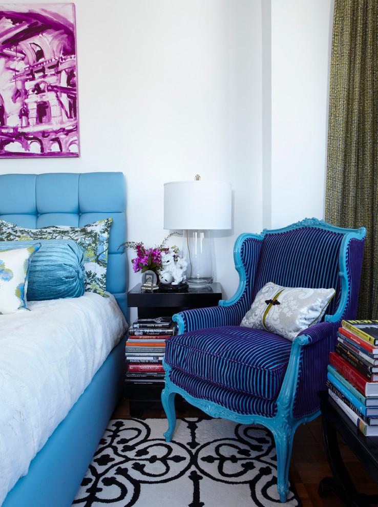 Стул в спальне в стиле эклектика