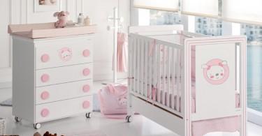 Красивая кроватка для девочки