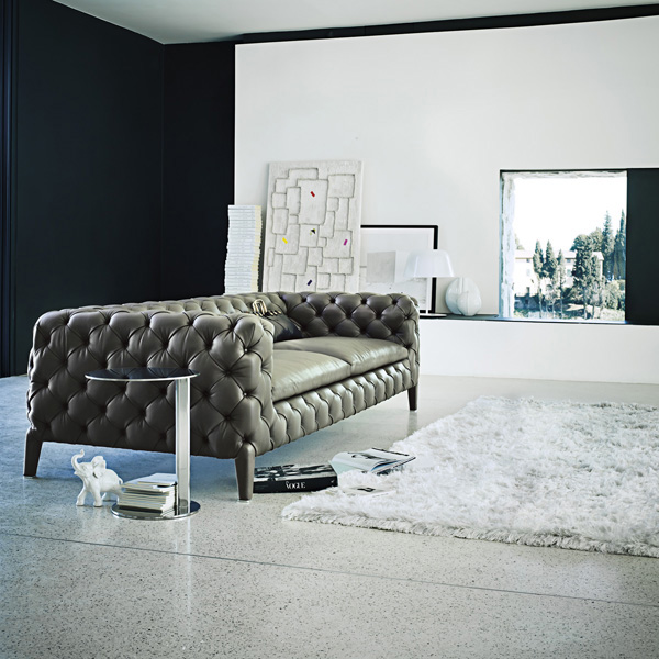 Шикарный кожаный диван в гостиной