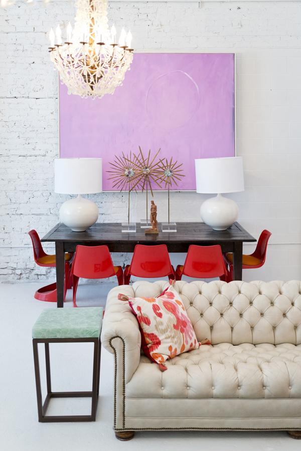 Восхитительный белый диван в гостиной