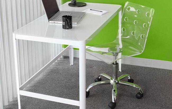 Прозрачный стул LumiSource