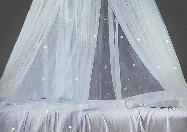 Полог со звездами в детской спальне