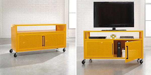 Дисплей телевизора на современной жёлтой консоли
