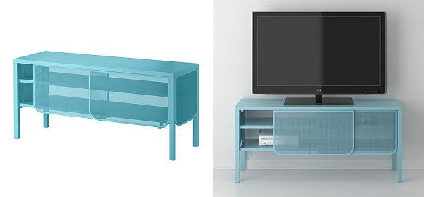 Дисплей телевизора на голубой решётчатой консоли