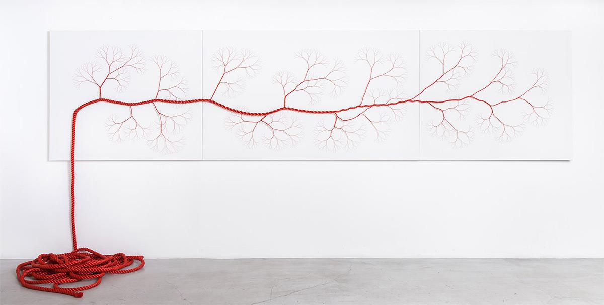 Фрактальные темы в сложных инсталляциях от Жанайны Мелло Ландини