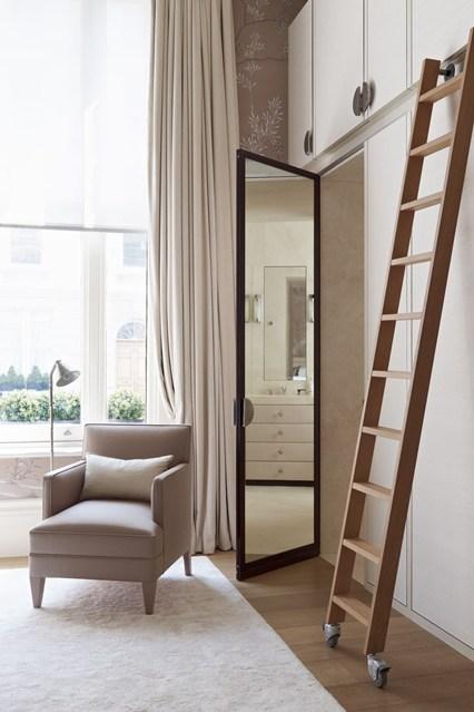 Стеклянная дверца в гардеробной