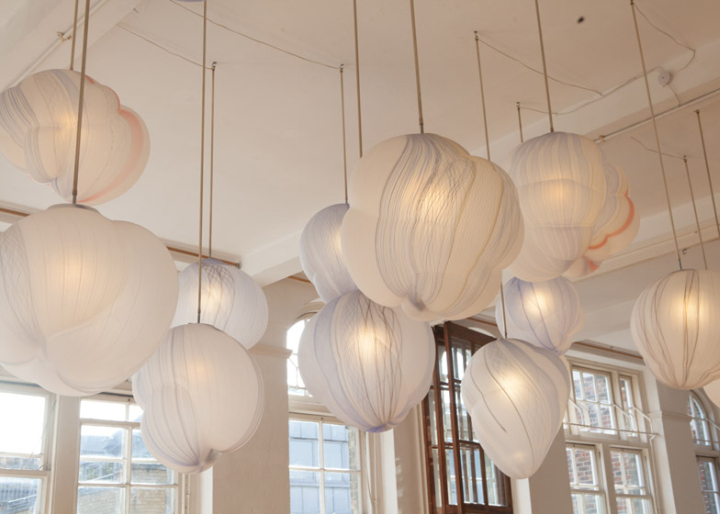 Светящиеся облака в галерее Фуми представляют собой потрясающий и невероятный творческий объект