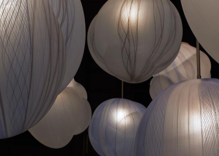 Фактурная поверхность светильников отличается необычным исполнением и красочным внешним видом