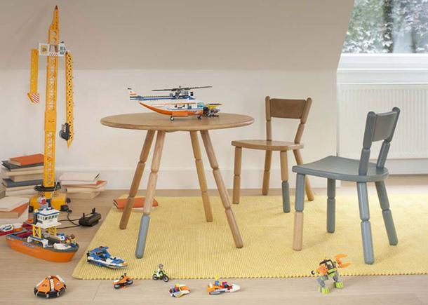 Деревянная мебель в игровой комнате