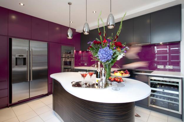 Применение фиолетового цвета на кухне