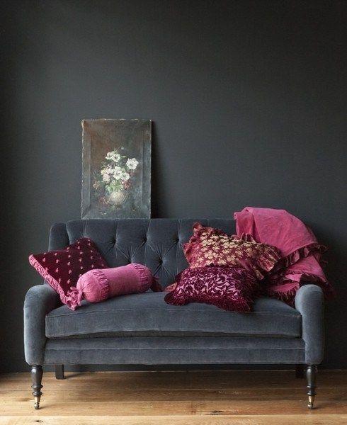Подушки и плед фиолетового цвета