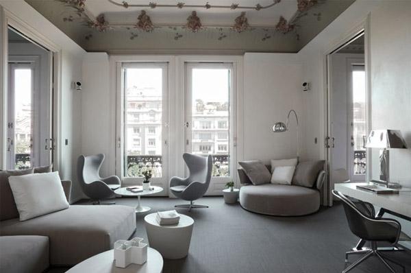 Дизайн интерьера гостиной: цветная лепка на потолке