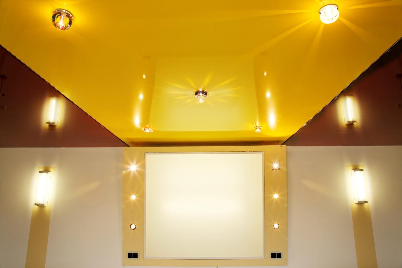 Красивый цвет в оформлении потолка
