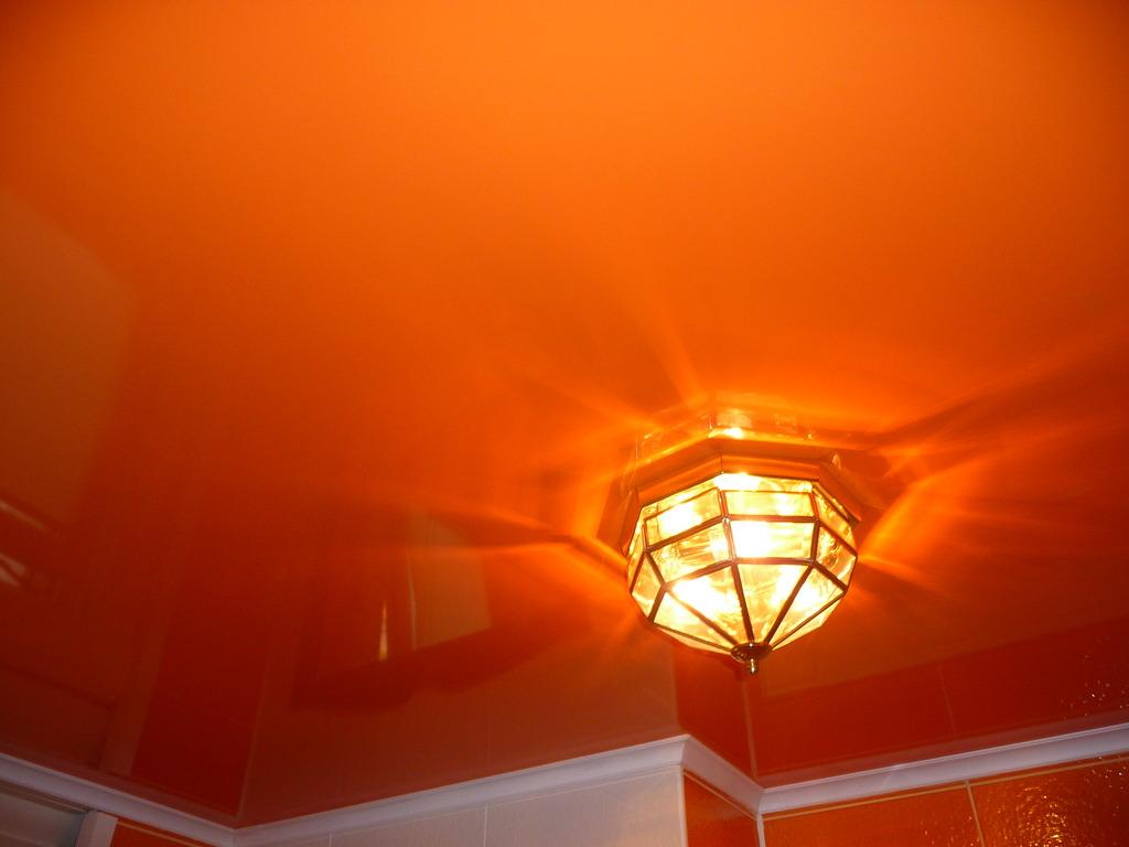 Чудесный цвет в оформлении потолка