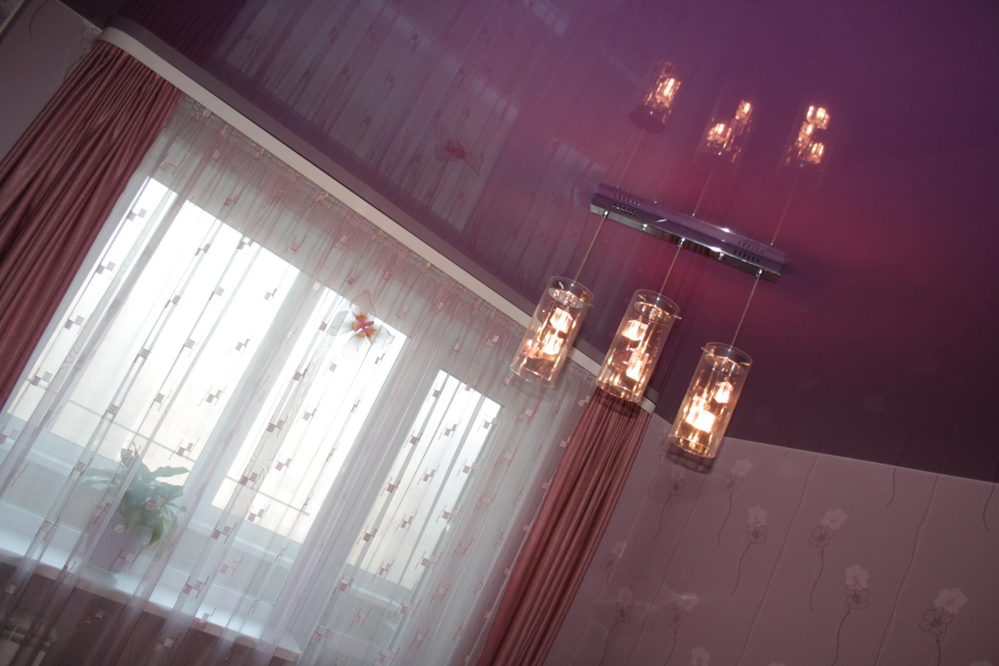 Восхитительный цвет в оформлении потолка