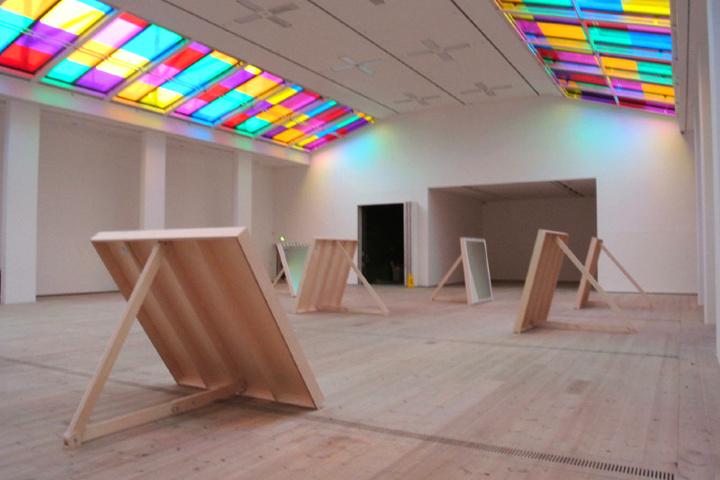 Яркое разнообразие цветовых гамм экспозиции