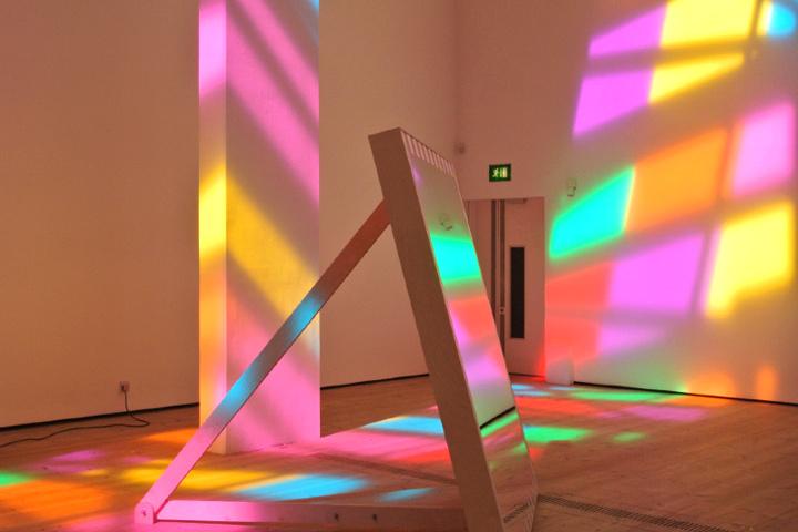 Инсталляция художника Excentrique(s) в парижском Большом Дворце Grand Palais