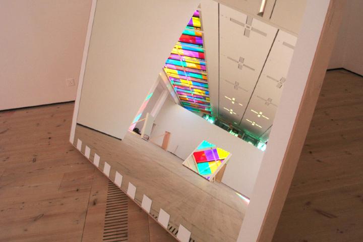 Проекты, выполненные с помощью краски, фибрового картона и ленты