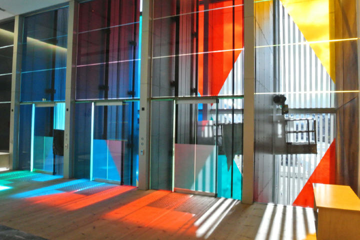 Предметы декора и интерьера придают атмосфере эстетическую привлекательность и глубокую выразительность