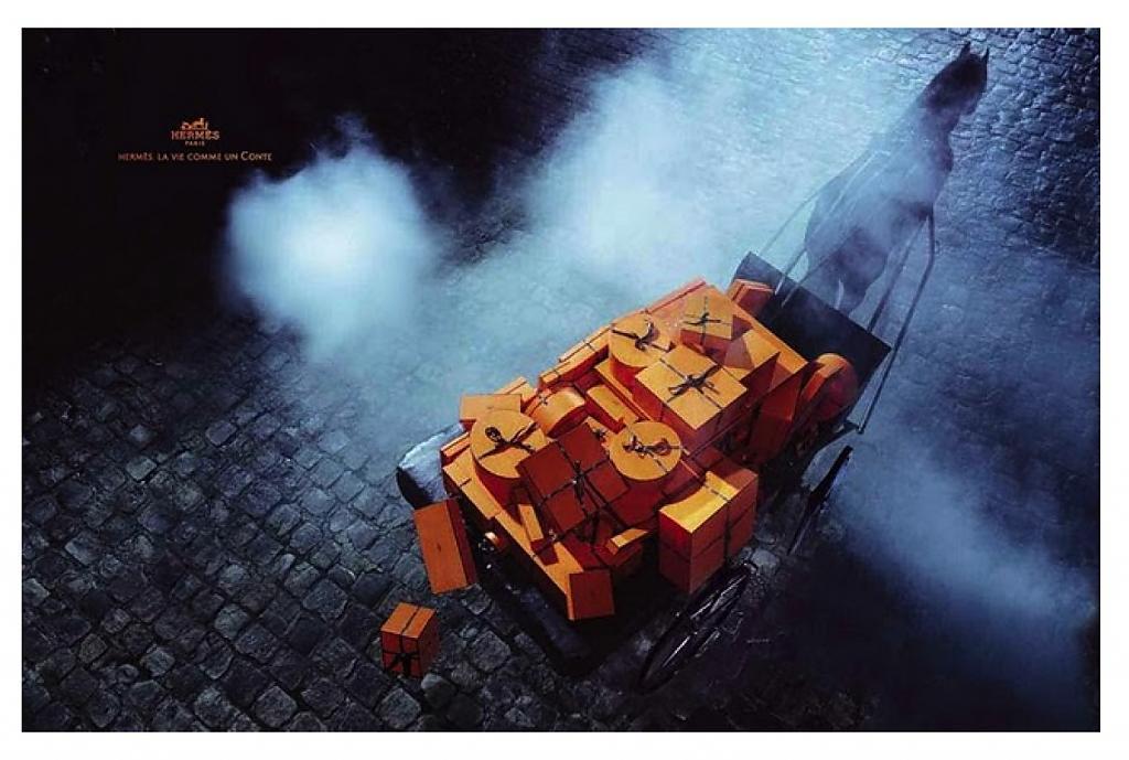 Подарки в оранжевых коробках
