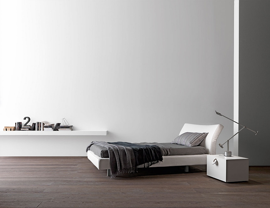 Креативная кровать в интерьере белой спальни