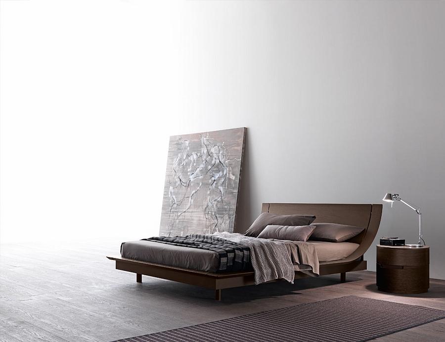 Уникальная кровать в интерьере белой спальни