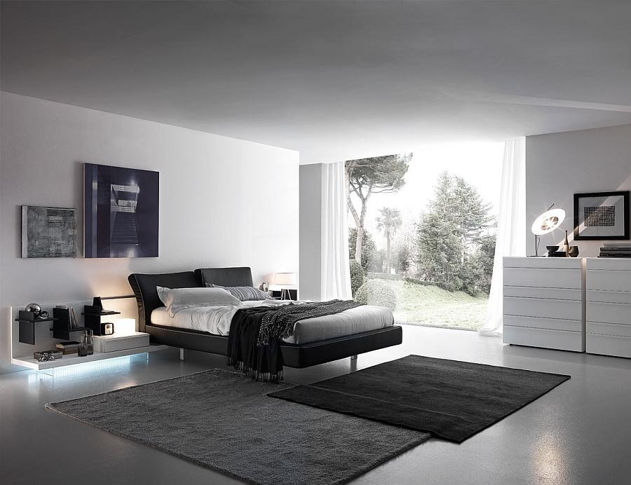 Яркая кровать в интерьере белой спальни
