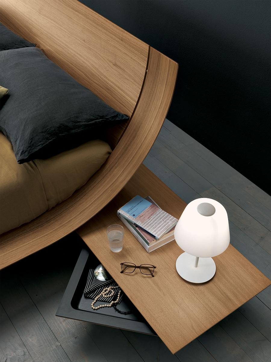 Прикроватный столик с выдвижным ящиком