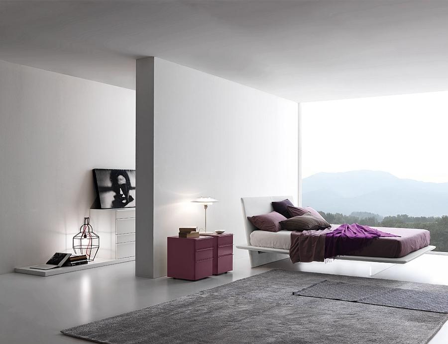 Восхитительная кровать в интерьере белой спальни