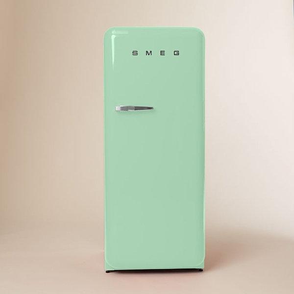 Старинный холодильник в зеленных тонах