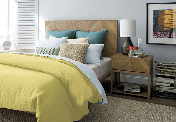 Красивые подушки на кровати