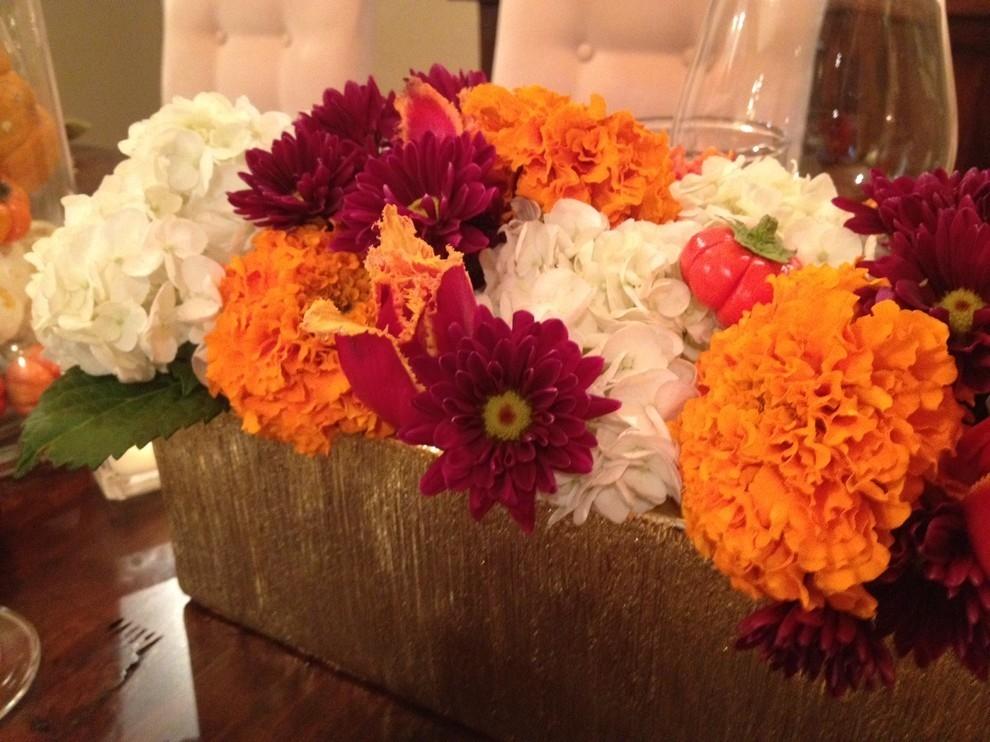Осенние цветы на столе