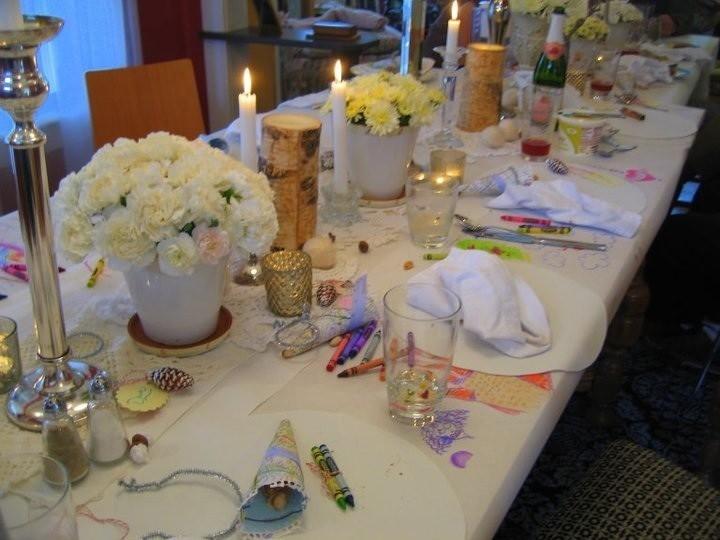 Белая скатерть на столе