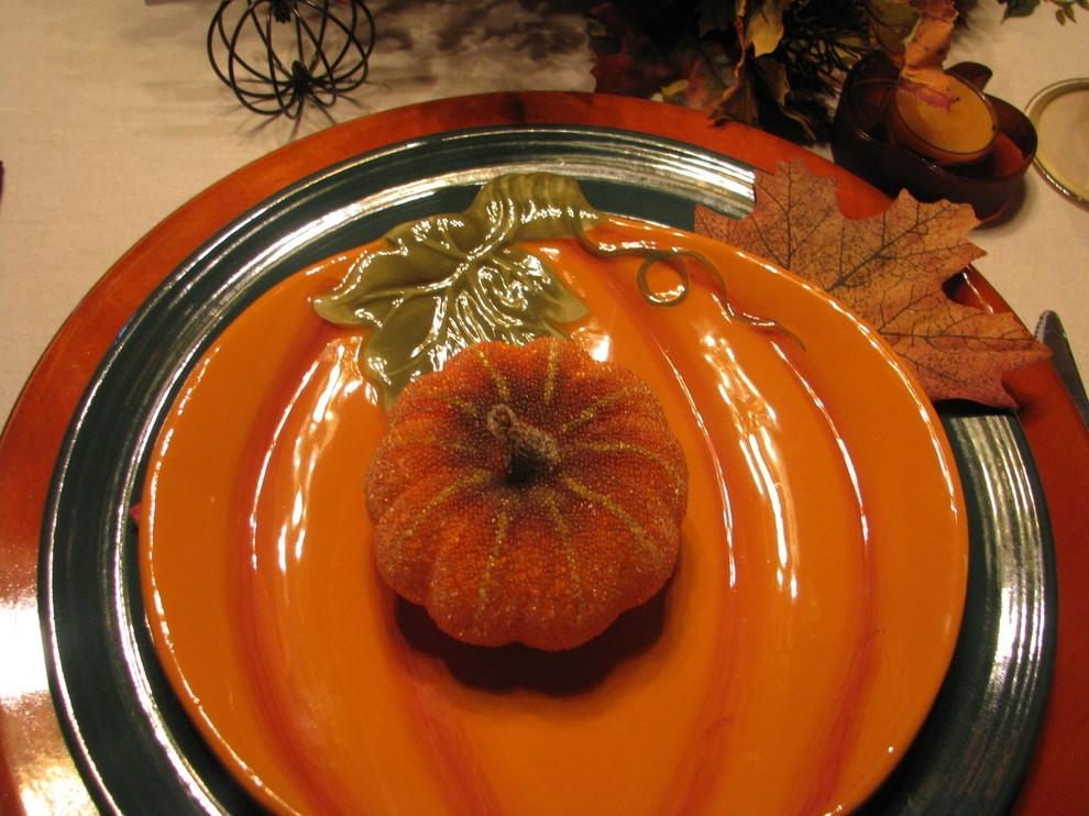 Декоративная тыква на столе
