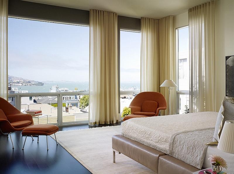 Шикарная спальня с бежевыми занавесками