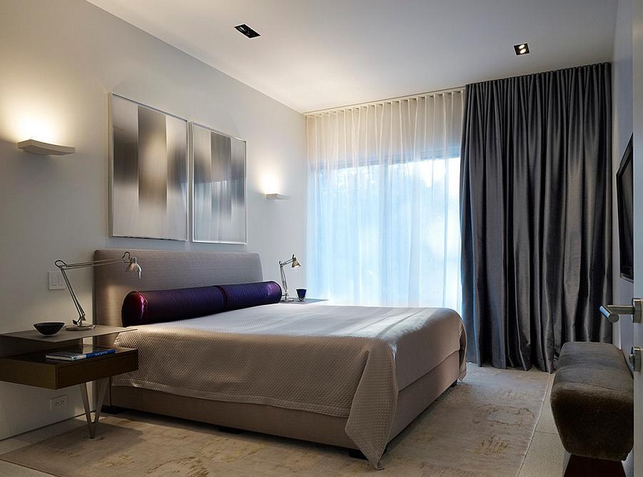 Уютная спальня с легкими занавесками