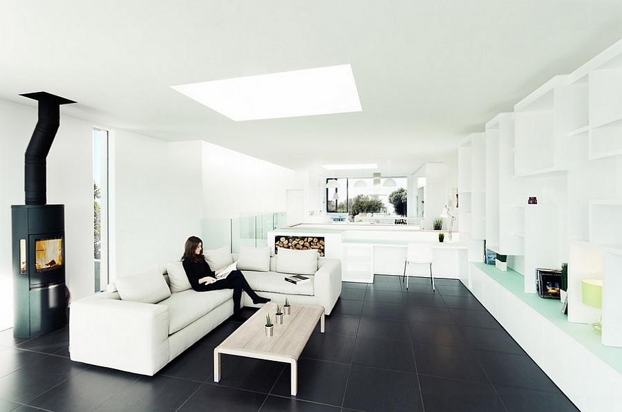 Стильная гостиная, выполненная в бело-черном цвете