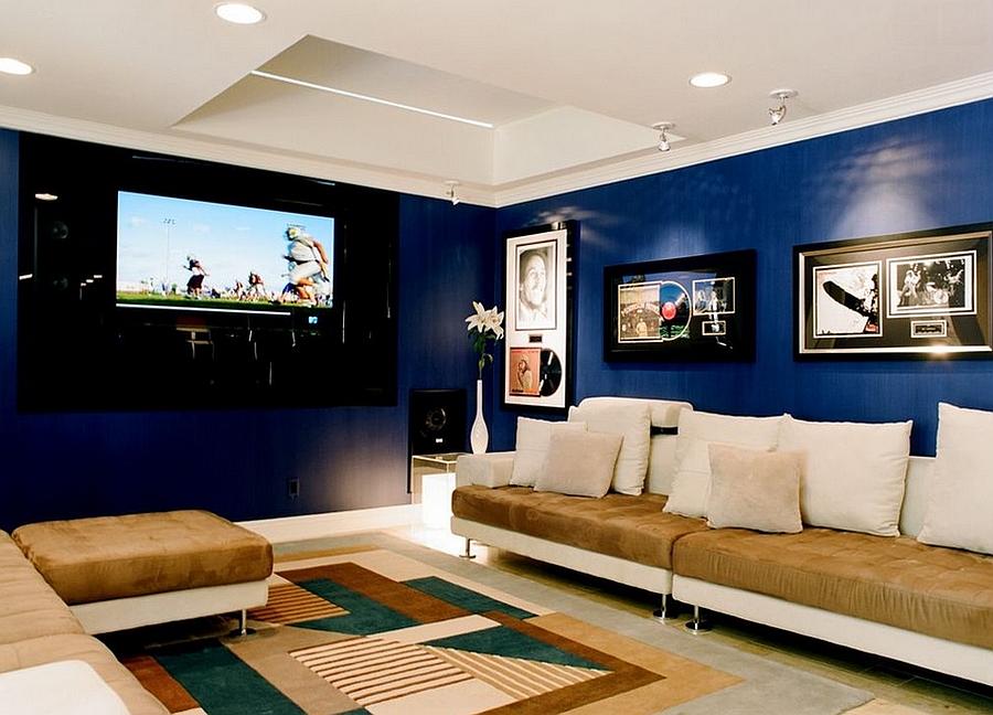 Домашний кинотеатр с синими стенами