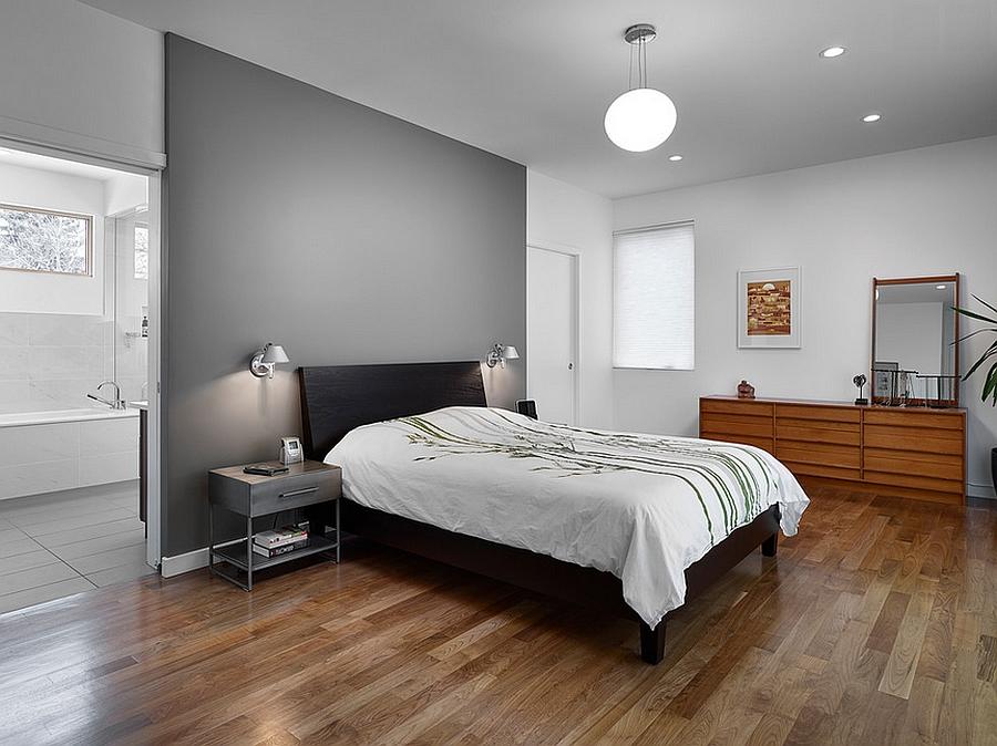 Спальня с деревянным полом