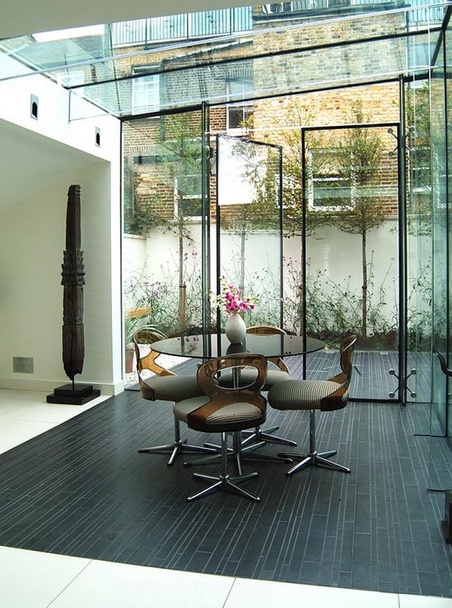 Дизайнерская столовая с стеклянными стенами