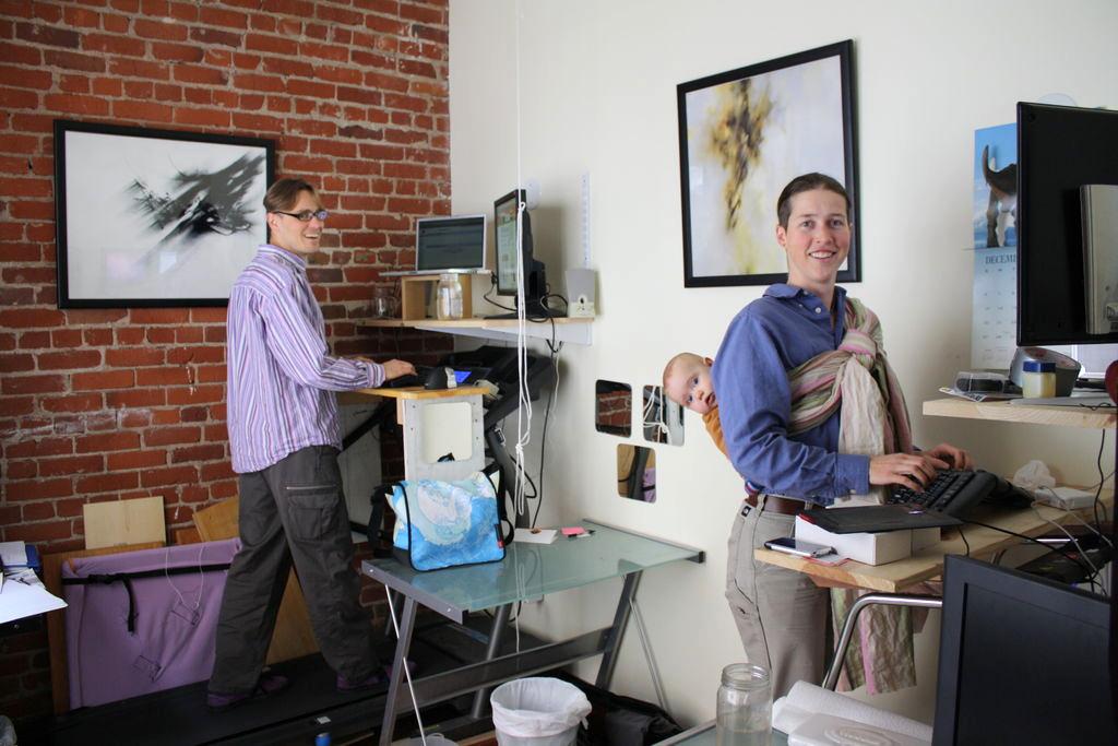 Компьютерные столы для работы стоя