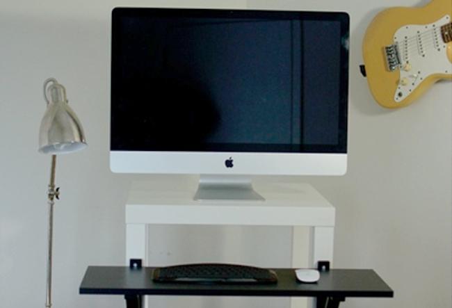 Авторский стол для работы стоя рядом со светильником