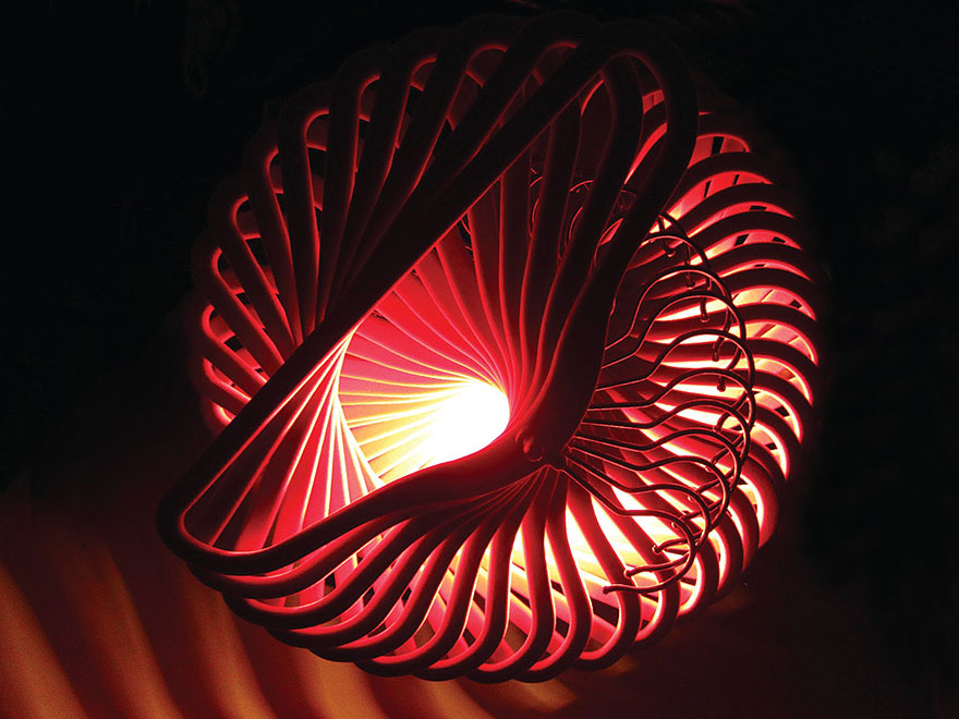 Уникальный светильник из вешалок своими руками