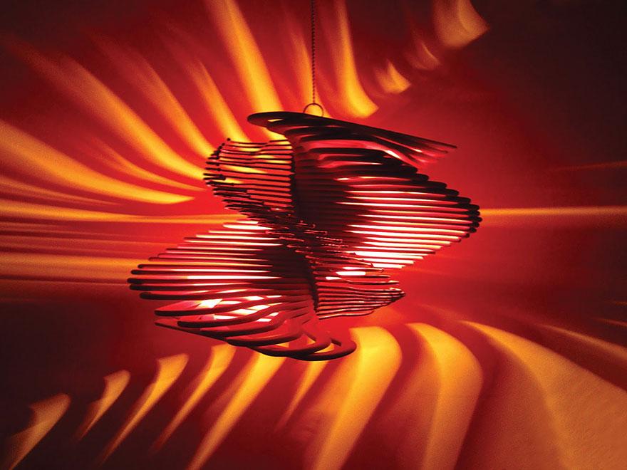 Удивительный светильник из вешалок своими руками