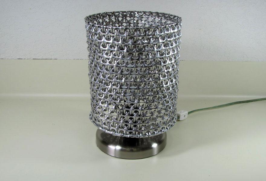 Превосходный светильник из пивных банок своими руками