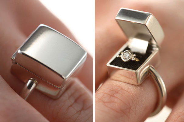 Кольцо с бриллиантом в коробке