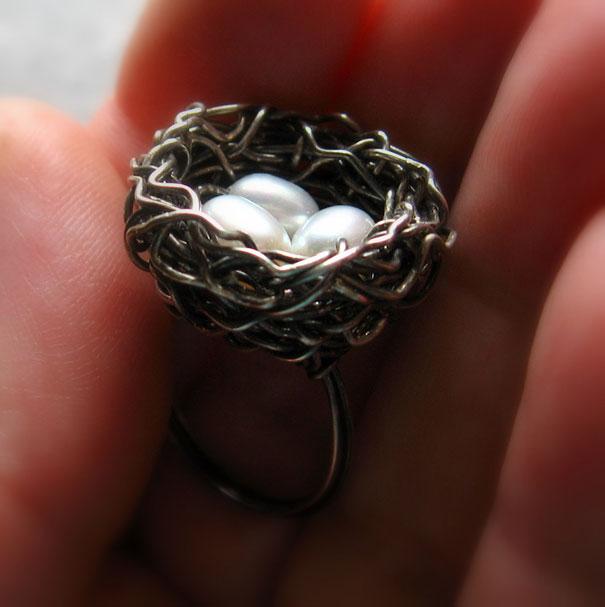 Кольцо Uнездо с тремя жемчужинами